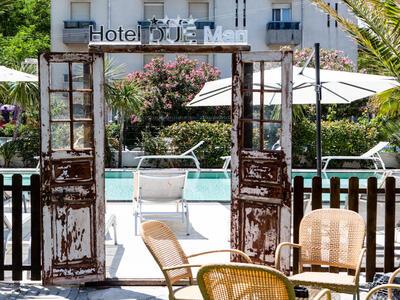 hotelduemari fr special-vacances-a-la-mer-en-aout-a-l-hotel-4-etoiles-avec-piscine-et-jardin 010