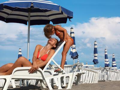 hotelduemari en august-15th-in-rimini-in-hotel-all-rooms-with-sea-view 009