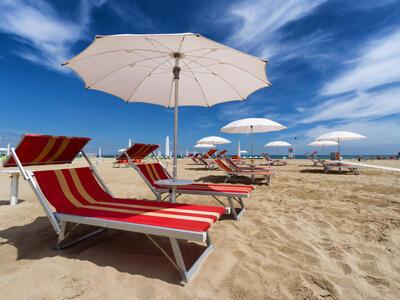 hotelduemari it speciale-notte-rosa-in-hotel-sul-mare-con-piscina-a-rimini 014
