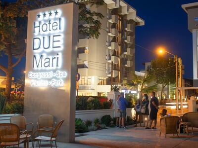 hotelduemari it offerta-week-end-last-minute-hotel-al-mare-con-piscina-a-rimini 013