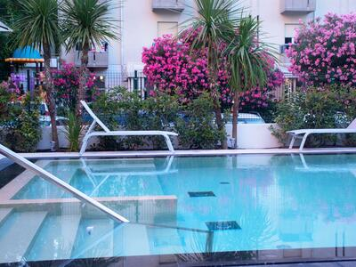 hotelduemari fr juillet-special-familles-a-l-hotel-pres-de-la-mer-et-avec-piscine 011