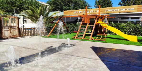 hotelduemari fr offre-pour-sejour-balneaire-en-aout-a-l-hotel-4-etoiles-avec-piscine-et-jardin 008