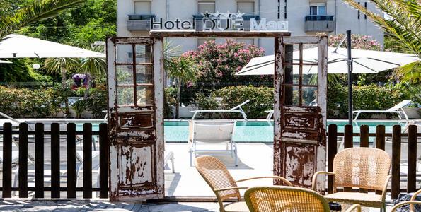 hotelduemari fr special-vacances-a-la-mer-en-aout-a-l-hotel-4-etoiles-avec-piscine-et-jardin 005