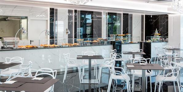 hotelduemari fr special-vacances-a-la-mer-en-aout-a-l-hotel-4-etoiles-avec-piscine-et-jardin 009