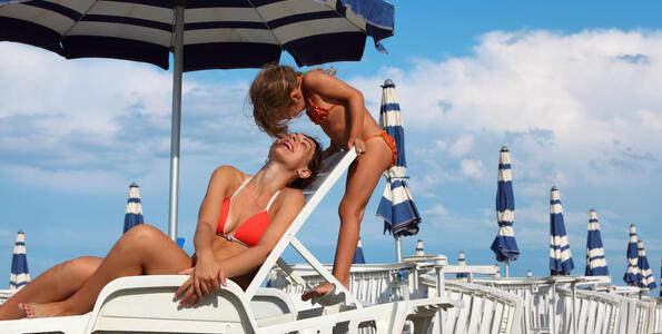 hotelduemari en august-15th-in-rimini-in-hotel-all-rooms-with-sea-view 004