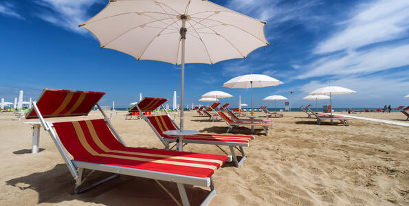 hotelduemari it speciale-notte-rosa-in-hotel-sul-mare-con-piscina-a-rimini 007