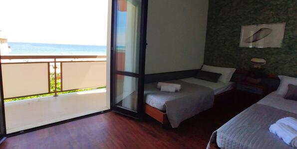 hotelduemari it speciale-notte-rosa-in-hotel-sul-mare-con-piscina-a-rimini 006