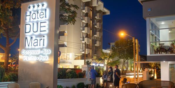 hotelduemari it offerta-week-end-last-minute-hotel-al-mare-con-piscina-a-rimini 008