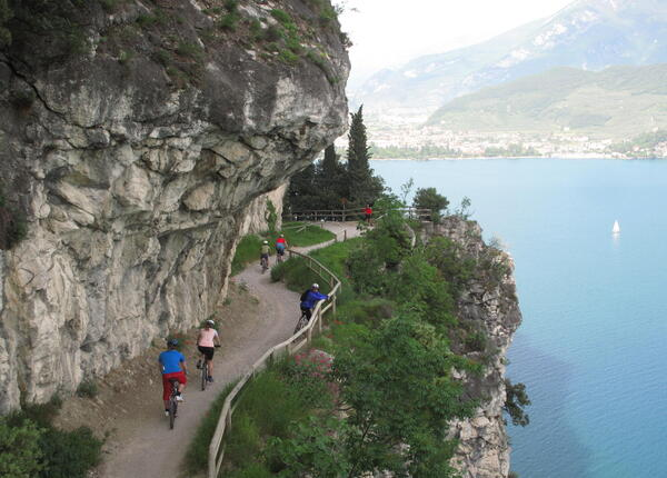upgarda en overnight-stay-with-dinner-in-hotel-at-lake-garda-with-restaurant-and-spa 013