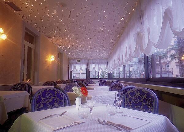 upgarda en offer-valentine-s-day-in-3-star-hotel-on-lake-garda-in-arco 013
