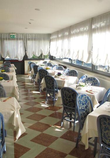 hotelolivo.upgarda fr chambres-hotel-arco-de-trento 027