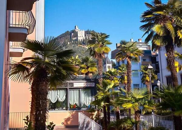 hotelolivo.upgarda fr reservez-a-l-avance-avec-remise-pour-vos-vacances-a-l-hotel-dans-la-partie-haute-du-garde 009