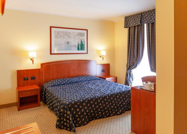hotelolivo.upgarda fr offre-saint-valentin-a-l-hotel-3-etoiles-sur-le-lac-de-garde-a-arco 014