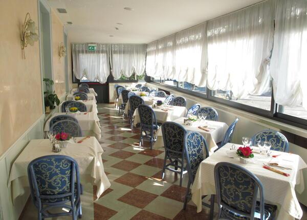hotelolivo.upgarda it speciale-soggiorni-business-in-hotel-ad-arco-sul-lago-di-garda 009