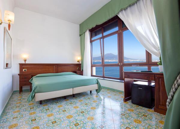 lapanoramicahotel fr offre-paques-hotel-4-etoiles-a-la-mer-naples-avec-dejeuner-inclus 020