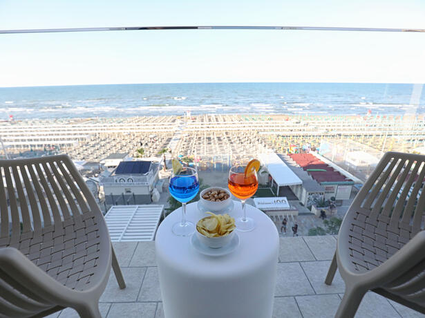 hoteldanielsriccione en offer-for-early-july-in-hotel-with-panoramic-sea-view-in-riccione 015