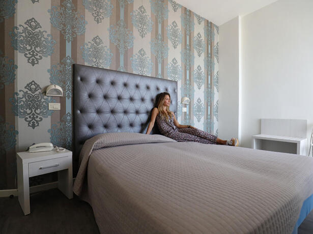 hoteldanielsriccione en offer-for-late-july-in-riccione-by-hotel-with-rooms-offering-sea-views 012