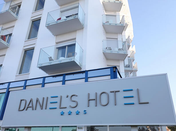 hoteldanielsriccione en offer-for-the-end-of-summer-seafront-hotel-riccione 015
