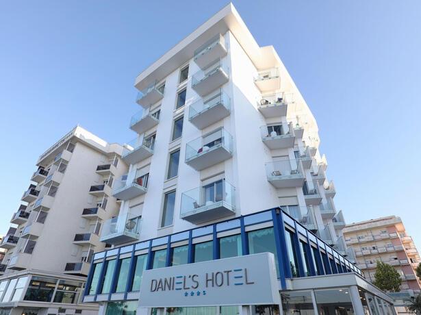 hoteldanielsriccione it offerta-prima-settimana-agosto-in-camera-fronte-mare-a-riccione 013