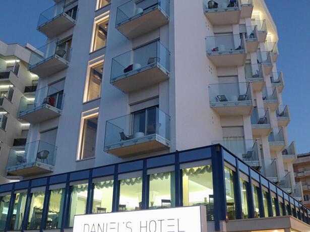 hoteldanielsriccione it offerta-motogp-misano-in-hotel-riccione-con-parcheggio-per-auto-e-moto 014