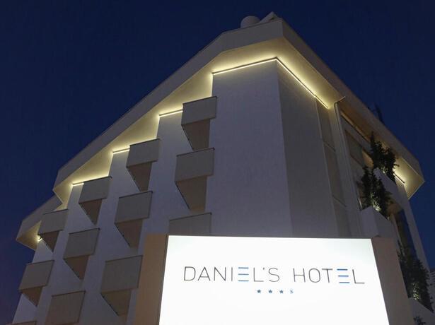 hoteldanielsriccione de angebot-mitte-juni-im-hotel-mit-zimmern-mit-meerblick-in-riccione 012
