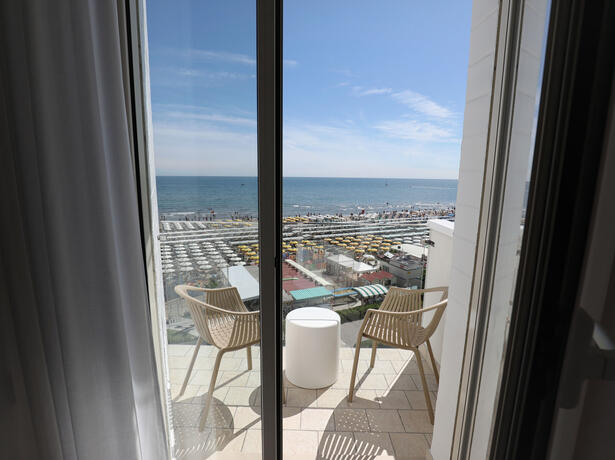 hoteldanielsriccione en offer-for-the-end-of-summer-seafront-hotel-riccione 014