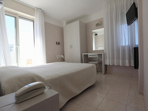 hoteldanielsriccione en offer-for-mid-july-in-riccione-at-hotel-with-rooms-offering-panoramic-views-and-excellent-cuisine 015