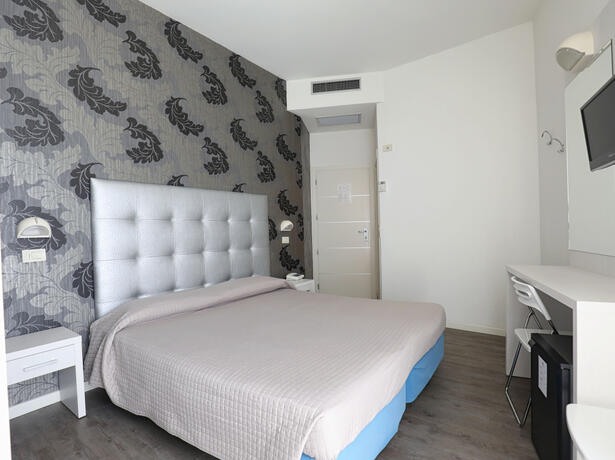 hoteldanielsriccione en offer-for-mid-july-in-riccione-at-hotel-with-rooms-offering-panoramic-views-and-excellent-cuisine 014
