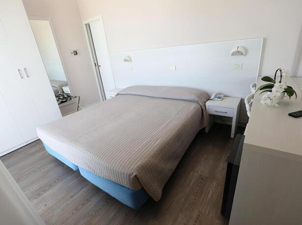 hoteldanielsriccione it aspettando-ferragosto 013