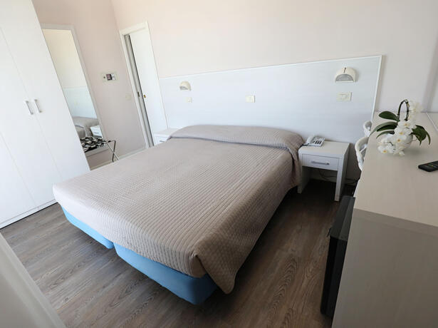 hoteldanielsriccione de warten-auf-ferragosto 013