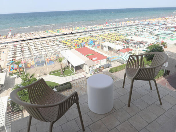 hoteldanielsriccione en holiday-offer-in-june-in-riccione-by-3-star-superior-hotel-with-sea-view 013