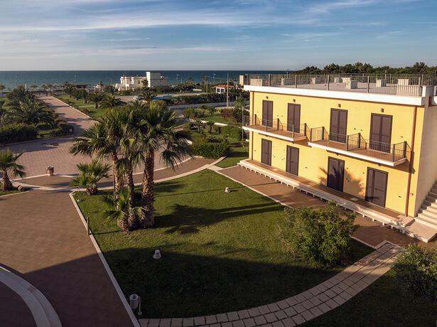 royalsgatehotel it inizio-agosto-sul-gargano-in-hotel-con-piscina-spiaggia-inclusa 011
