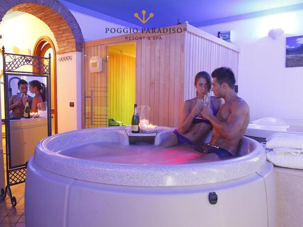 poggioparadisoresort en hotel-with-spa-val-di-chiana-near-siena 005
