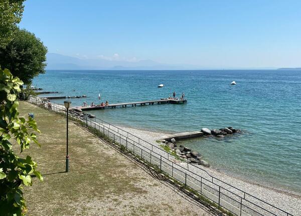 campingrivablu it offerta-vacanze-sul-lago-di-garda-in-camping-village-con-spiaggia 014