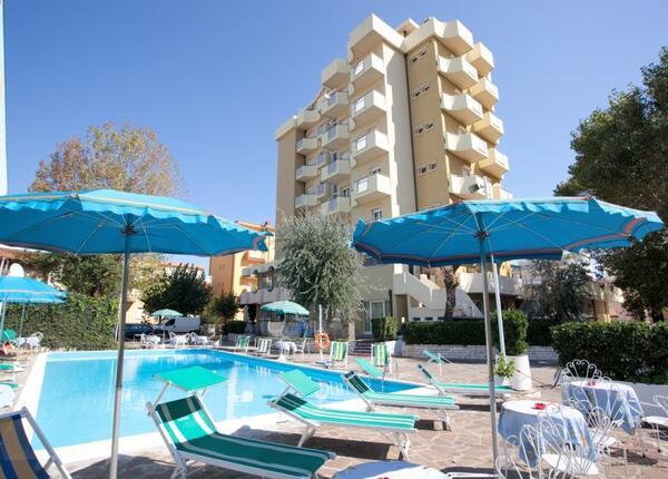 hoteloceanic it speciale-luglio-a-bellariva-di-rimini-con-piscina-animazione-per-bambini-e-serate-a-tema 007