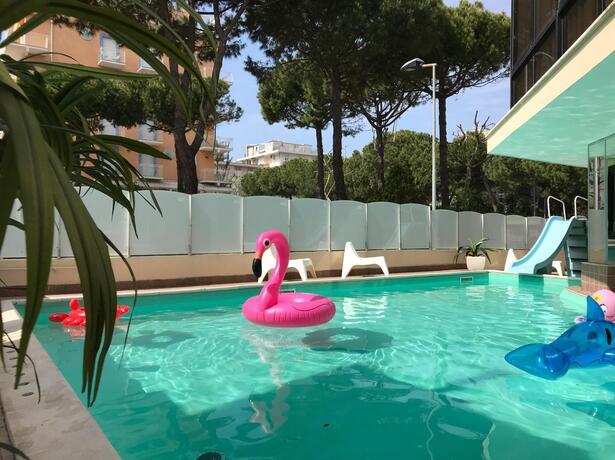 gambrinusrimini it offerta-agosto-in-hotel-per-famiglie-con-piscina-vicino-al-mare-marebello-rimini 023