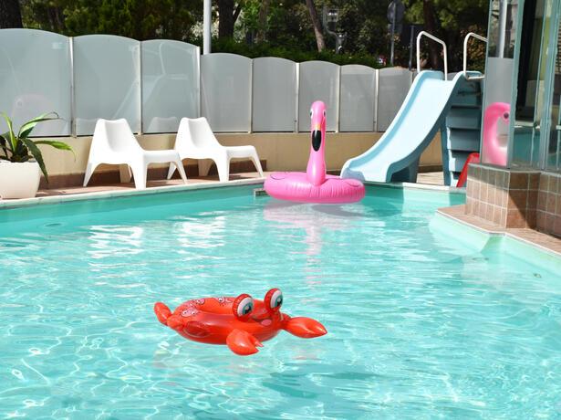 gambrinusrimini de angebot-juni-im-hotel-fuer-familien-am-meer-mit-pool-in-marebello-di-rimini 019