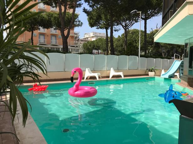 gambrinusrimini it offerta-weekend-in-hotel-con-piscina-vicino-al-mare-a-rimini 014