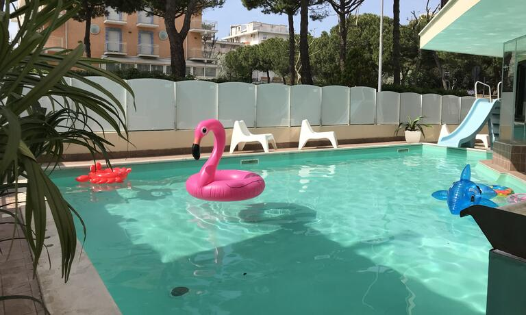 gambrinusrimini it offerta-weekend-in-hotel-con-piscina-vicino-al-mare-a-rimini 009