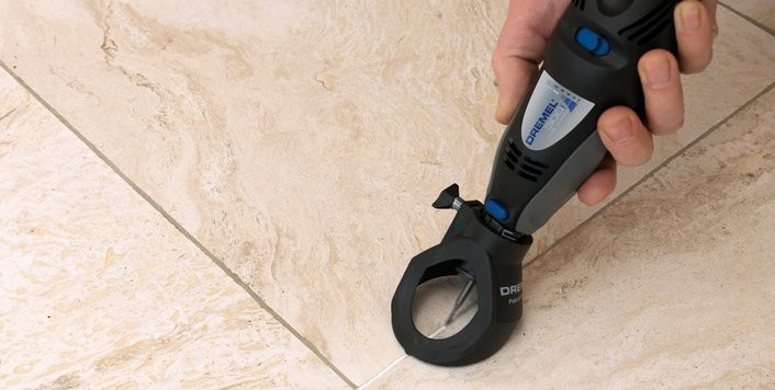 Kit per rimuovere il cemento dalle fughe delle piastrelle