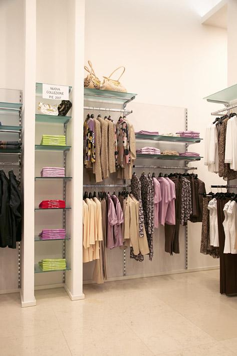 Montanti per scaffali vendita online di scaffali in for Arredamenti in cartone shop on line