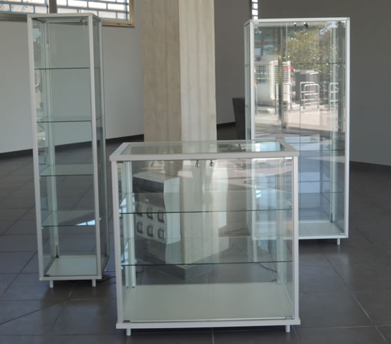 Realizzazione vetrine per negozi arredamenti vetrine for Negozi di arredamento economici