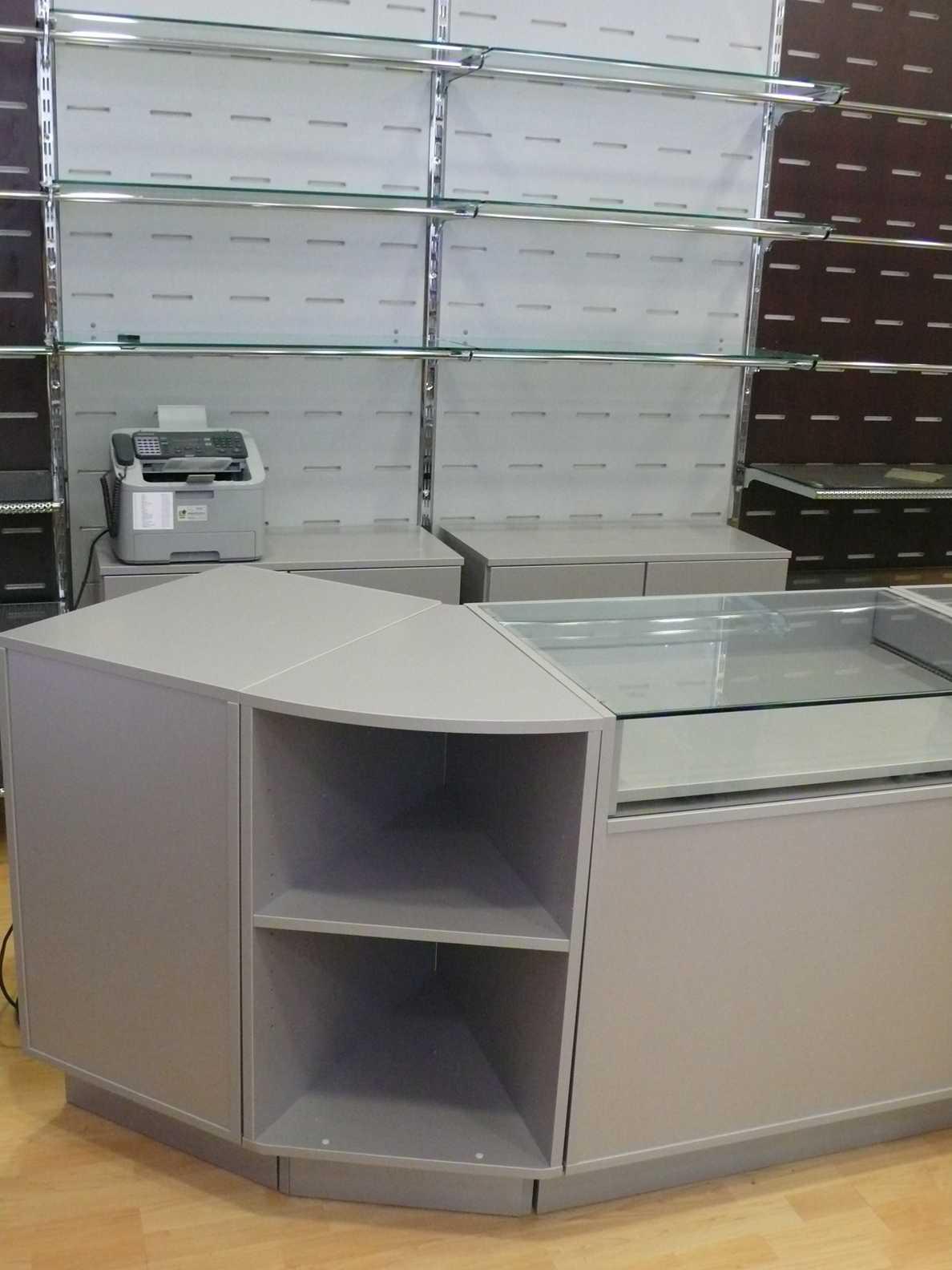 Progettazione e vendita arredi per negozi complementi for Vendita complementi d arredo