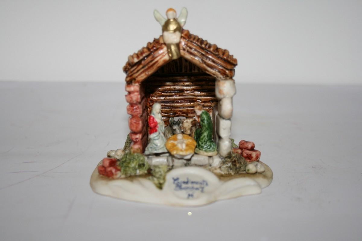 Capanna piccola porcellane capodimonte la casa del for Piccola casa di merluzzo del capo