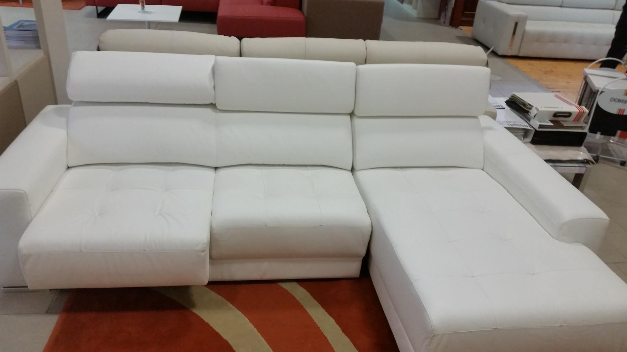 vendita divano con penisola e seduta estraibile in pelle bianco ... - Divani Con Seduta Allungabile