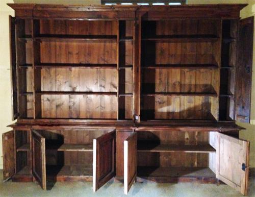 Libreria realizzata con tavole di legno antico | | Fior di Loto Riccione