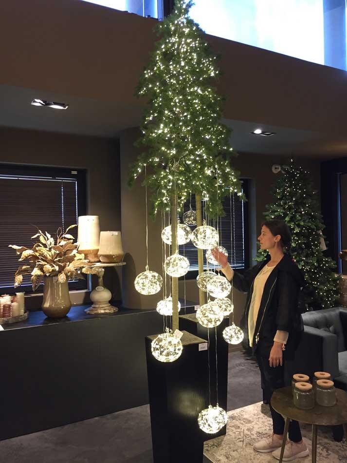 Albero Di Natale Con Foto.Albero Di Natale Design Con Tronco Alto Fior Di Loto Riccione