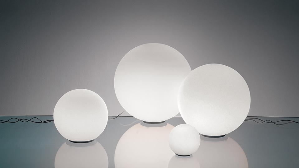 Dioscuri lampada da tavolo di artemide lampade da tavolo for Lampade da appoggio