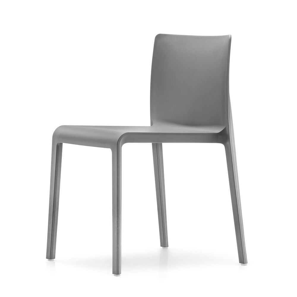 Volt 670 sedia impilabile di Pedrali | Sedie | Mobili e complementi ...