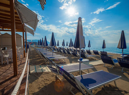 COME TO THE SEA  AT PIAN DEI BOSCHI from 20th MAY TO 29th June: beach service included in the price!